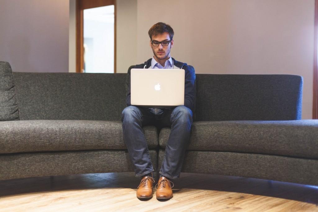 O comportamento online da persona é diferente.